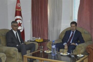 وزير الصّناعة و المؤسّسات الصّغرى و المتوسّطة يؤدّي زيارة إلى ولاية سيدي بوزيد